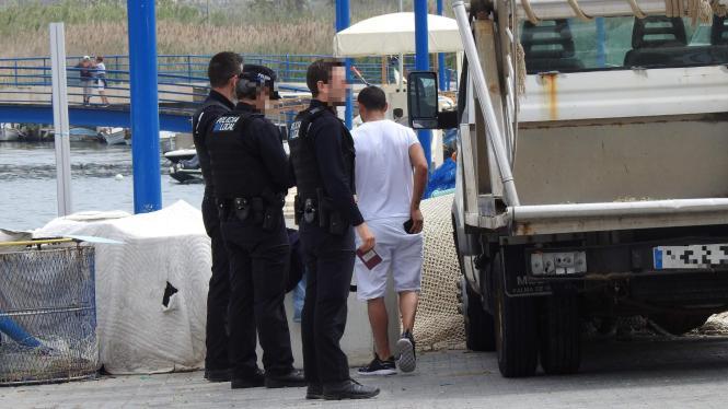 Die Polizei bei der Festnahme eines Mitgliedes der Rolex-Bande, hier ein Archivfoto.