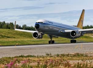 Condor – hier eine Boeing 767 im Retro-Look – bleibt Mallorca treu.