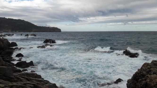 An den Küsten gilt Vorsicht vor starkem Wellengang.