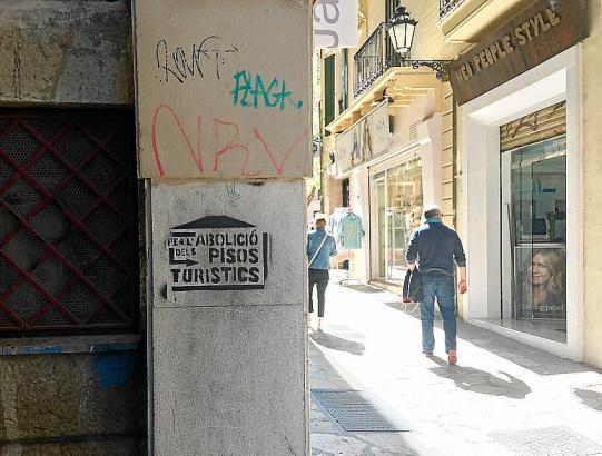 Aufgrund von Problemen wie illegaler Ferienvermietung machten wie hier in Palma Einwohner mit touristenfeindlichen Graffitis ihr