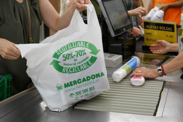 Ihre Stunde hat geschlagen: Mercadona schafft Plastiktüten endgültig ab.