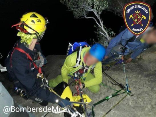 Feuerwehrleute aus Inca und Sóller retteten die Kletterer aus ihrer misslichen Lage bei Bunyola.