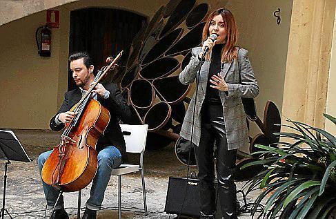 Der Cellist Gabriel Fiol und die Sopranistin Carme Garí bilden das Duo Voicello.