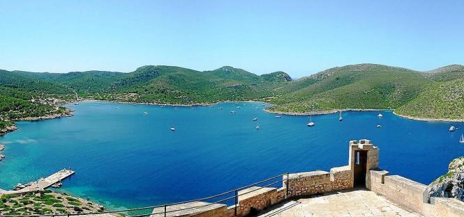 Die kleine Insel Cabrera vor der Küste Mallorcas.