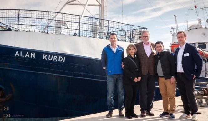Zur Taufe nach Palma waren gekommen: Jan Ribbeck (Sea-Eye, von links), Alans Kurdis Tante Tima und sein Vater Abdullah Kurdi, Ka
