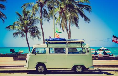 Campanada vermietet zahlreiche perfekt für die Insel geeignete Retromodelle wie der VW T2 oder T3.