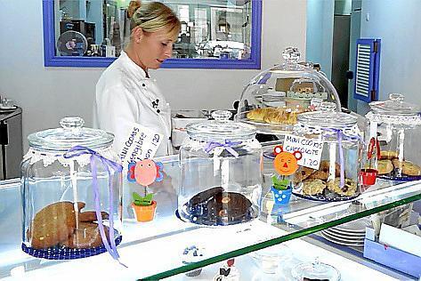Der Zuschauer lernt die österreichische Zuckerbäckerin Kathi Posani kennen.