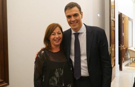 Pedro Sánchez bei einem Mallorca-Besuch mit der regionalen Regierungschefin Francina Armengol.