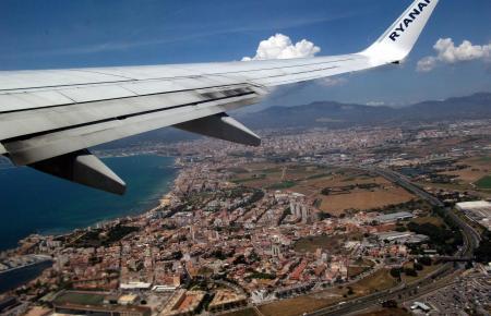 Blick aus einer Ryanair-Maschine, die gerade in Palma gestartet ist.
