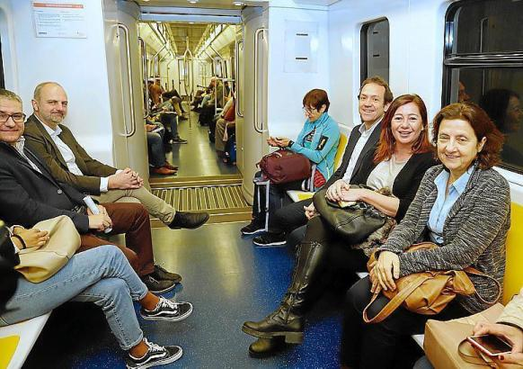 Ministerpräsidentin Armengol am Montag in der U-Bahn.