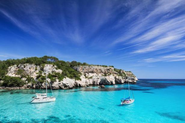 Auf Mallorca können Segler traumhafte Buchten entdecken.