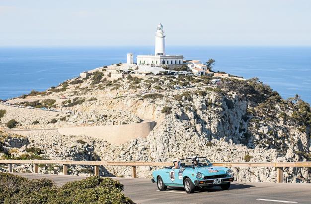 Es sind Ausblicke wie dieser am Leuchtturm von Formentor, die die Herzen der Rallye-Piloten auf Mallorca höher schlagen lassen.
