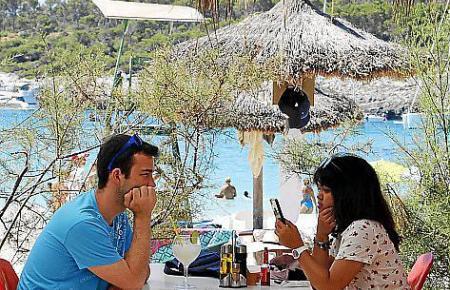 Die Gäste erwartet ein malerischer Blick auf Bucht und Naturpark.
