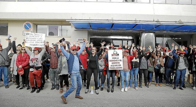 Die Arbeiter wollen in den Ausstand treten.