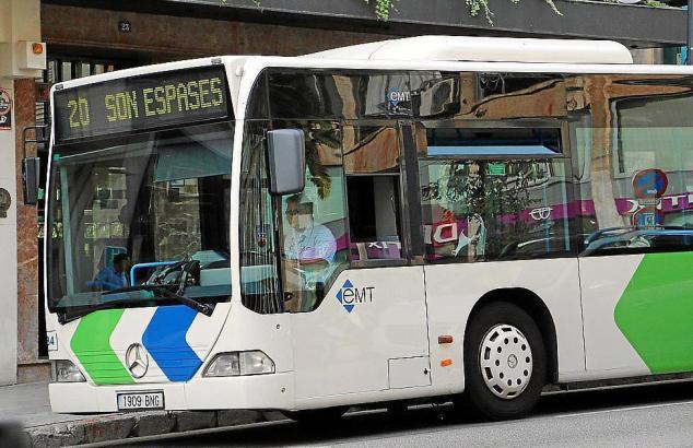 Weil Autos fehlen, sollen sich die Beamten nun im Bus fortbewegen.