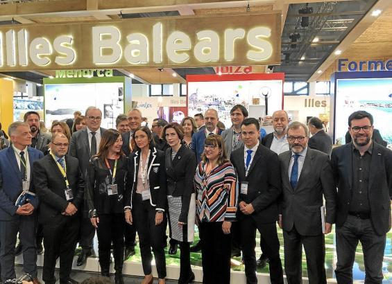 Tourismusministerin Reyes Maroto mit Staatssekretärin Bel Oliver am Stand der Balearen auf der ITB.