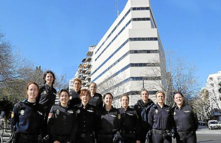 Elf Beamtinnen der Nationalpolizei Mallorcas.