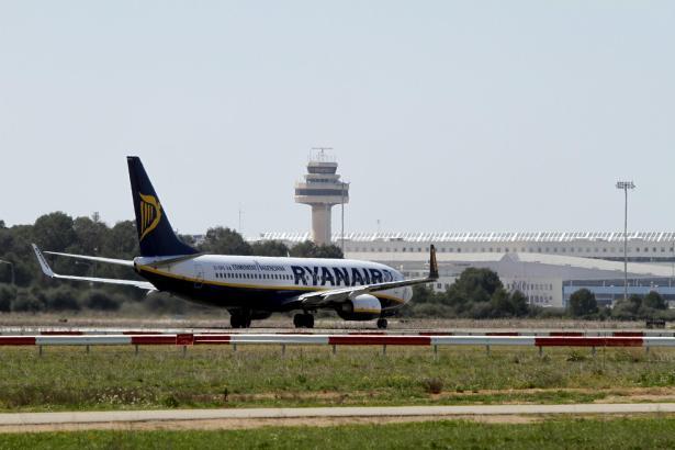 Das Archivfoto zeigt eine Ryanair-Maschine am Airport von Palma.