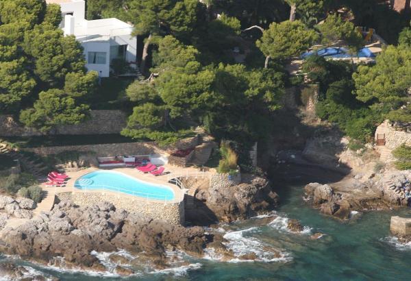 Der Pool von Agatha Ruiz de la Prada befindet sich in Costa de los Pinos.