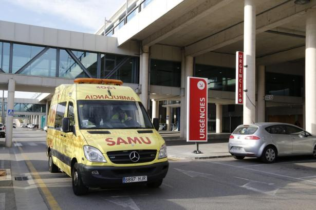 Krankenwagen vor dem Son-Espases-Krankenhaus