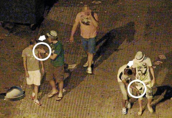 Taschendiebe in Aktion an der Playa de Palma.