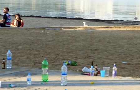 Nur 17 Prozent der Plastikflaschen auf Mallorca werden recycelt. Nicht selten landet Müll im Meer.