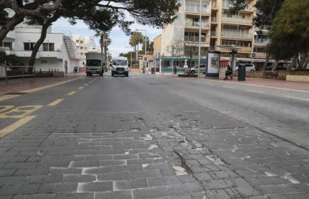 Vielerorts gibt es an der Playa de Palma noch Kopfsteinpflaster.