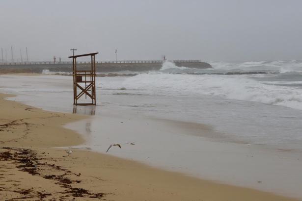 Die Küstennähe gilt Vorsicht vor hohen Wellen.