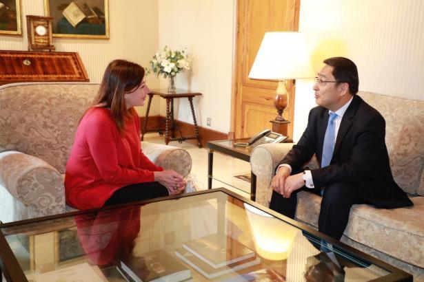 Armengol plauderte entspannt mit Chinas Botschafter.