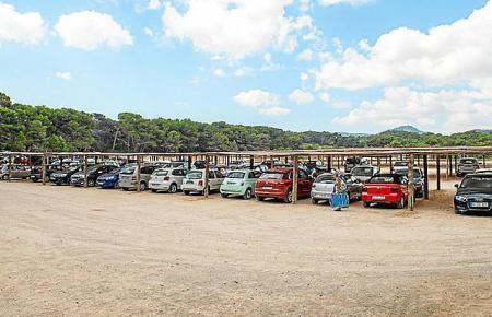 Aufrgrund des Besucherandrangs sollte die beliebte Badebucht Cala Agulla im Inselosten 320 Parkplätze bekommen. Die Umsetzung de