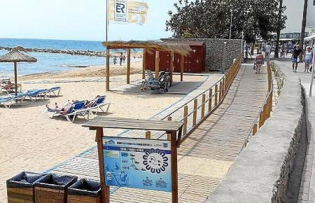Blick auf die Promenade von Cala Bona.