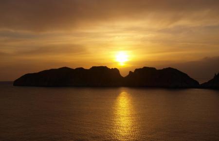 Sonnenuntergang über den Malgrats-Inseln vor Mallorca.