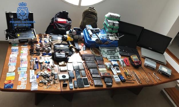 200 gestohlenen Gegenständen stellten die Beamten sicher.