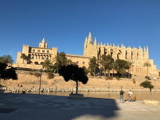 Nicht nur die Kathedrale fasziniert die Urlauber.