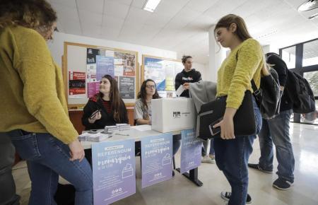 Symbolisches Referendum an der Uni auf Mallorca.
