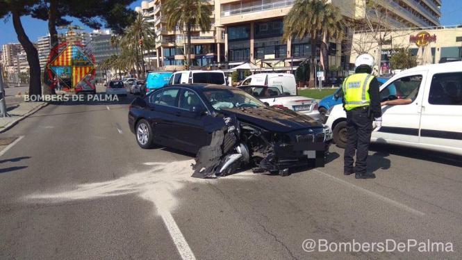 Blick auf das Unfall-Fahrzeug.