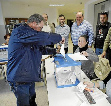 Palmas Taxifahrer konnten am Donnerstag unter anderem darüber abstimmen, ob sie ganzjährig Dienstkleidung tragen wollen.