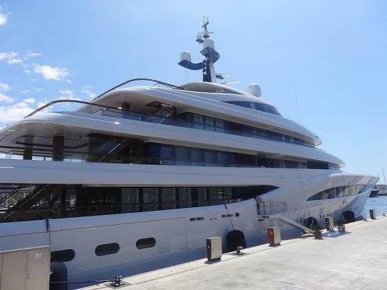 Eleganz pur: Das Schiff im Hafen von Barcelona.