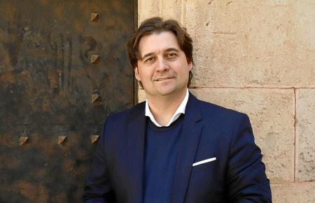 """Chefdrigent Pablo Mielgo: """"Das Orchester ist auch dazu da, um Glück zu schenken."""""""