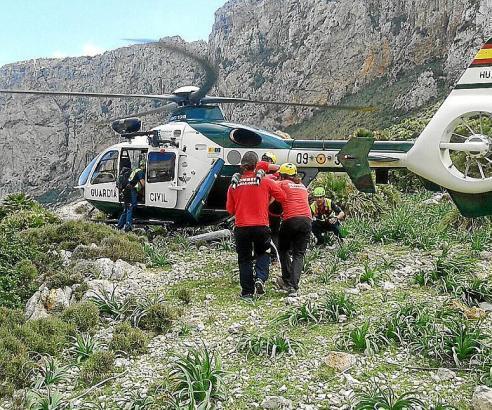 Ein Hubschrauber barg den verletzten Wanderer.