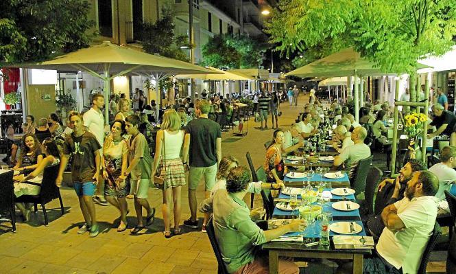 Gängiges Bild in Palmas Trend-Viertel Santa Catalina: Volle Bars und Terrassen.