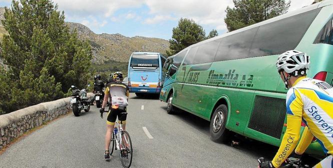 Verkehrschaos auf der Straße nach Formentor.