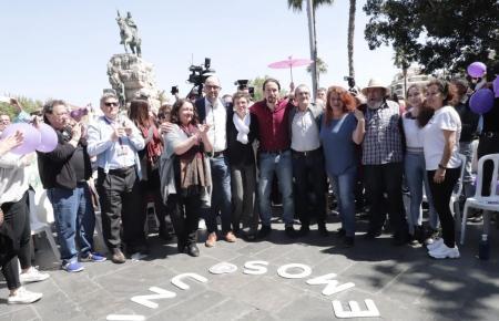 Pablo Iglesias ließ sich unterm Denkmal von Eroberkönig Jaume I. von Getreuen feiern.
