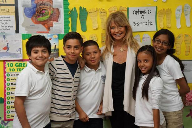 """Goldie Hawn 2003 bei einem Presstermin zu ihrem Schulprojekt """"MindUp"""", das Schülern bei emotionalem Stress helfen soll und nun a"""