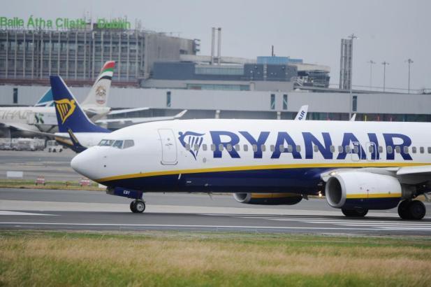 Blick auf Ryanair-Flieger.