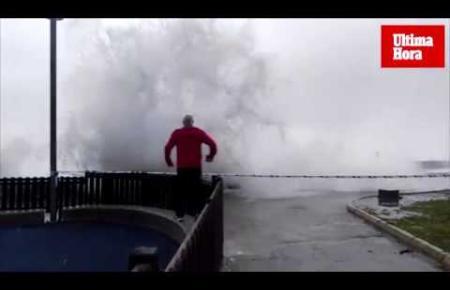 Heftiger Wind sorgte am Samstag für schweren Seegang in Cala Rajada.