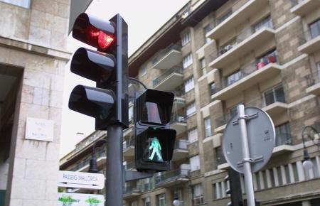 In Spanien kommt es nicht selten vor, dass Fahrer rote Ampeln ignorieren.