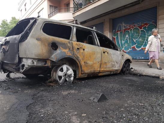 Der Containerbrand vor einem Wohnhaus in Palma ist unter anderem auch auf dieses Auto übergeschlagen.