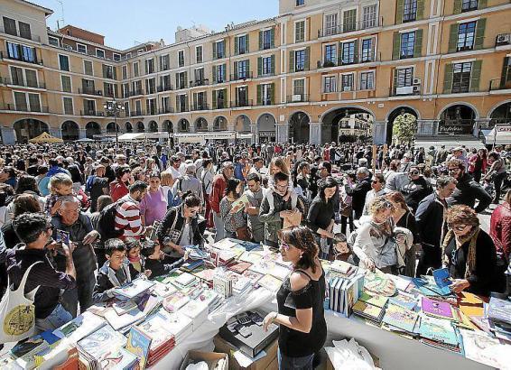 "Auch 2018 gab es auf Palmas Plaça Mayor zum ""Dia libro"", dem Tag des Buches, großen Andrang."