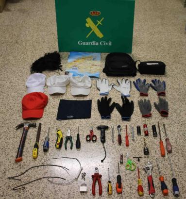 """Die Guardia Civil hat das Einbruchswerkzeug der """"Bohrer-Bande"""" sichergestellt, darunter auch der namensgebende """"Drillbohrer"""", mi"""